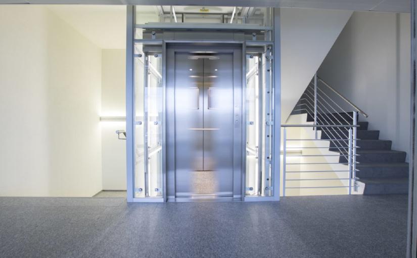 Durch einen Personenlift gewinnt das Gebäude an Wert
