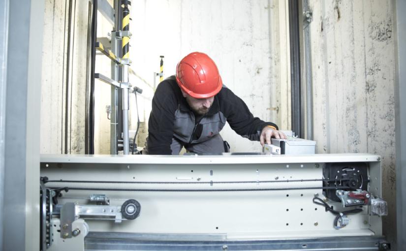Als Liftbauer bieten wir verschiedene Wartungspakete