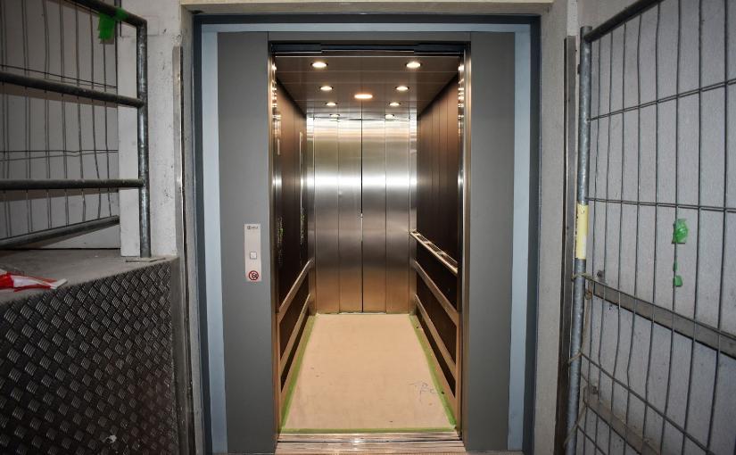 Die Sanierung durch eine Aufzugsfirma